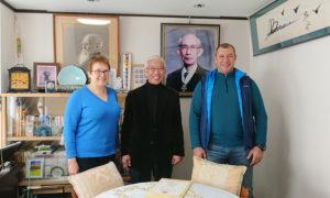 М.Л.Карпова и В.И.Грачёв с Досю после вручения диплома